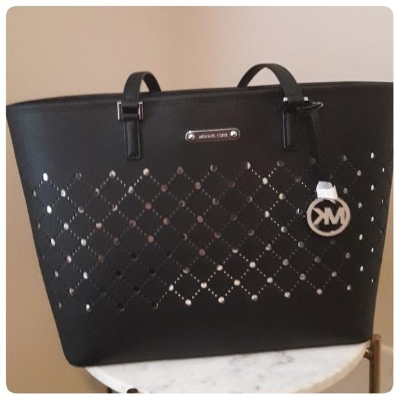0247a42bd56641 Michael Kors Bags | Nwt Violet Black Large Carryall | Poshmark